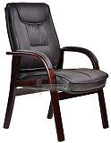 Деревянное кресло с обивкой из кожзама